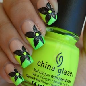 Nail art french degradée néon et fleur irisée