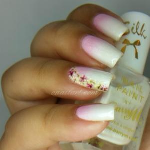Fleurs au bout des doigts de Née Jolie - Real flower on nails